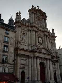 Waiting for the bus across from Eglise St. Paul