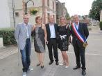 M. le Maire avec ses enfants et leurs conjoints a la mairie.